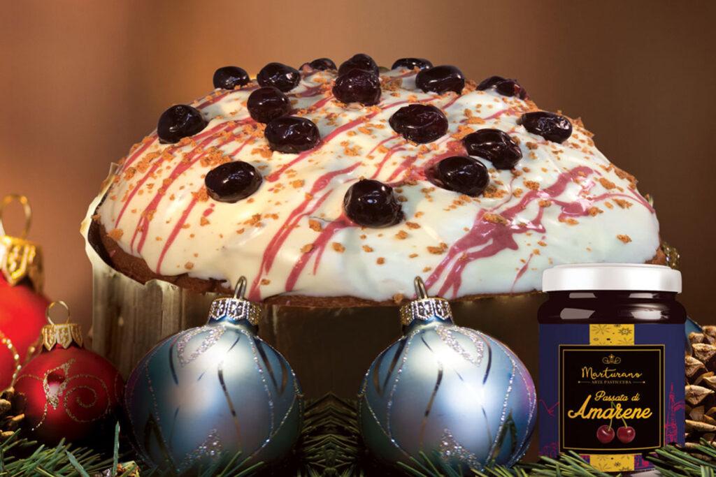 panettone crema e amarene con buccacciello passata di amarene e addobbi di Natale